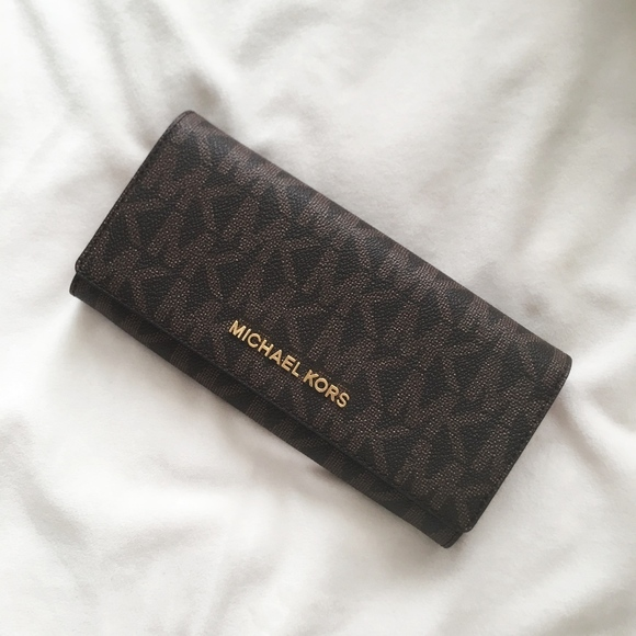 4c24fe3b284a37 Michael Kors Bags | Signature Jet Set Travel Wallet Bnwt | Poshmark